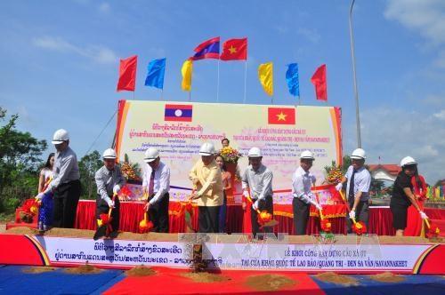 Work starts on bridge at Lao Bao-Densavan border gate hinh anh 1