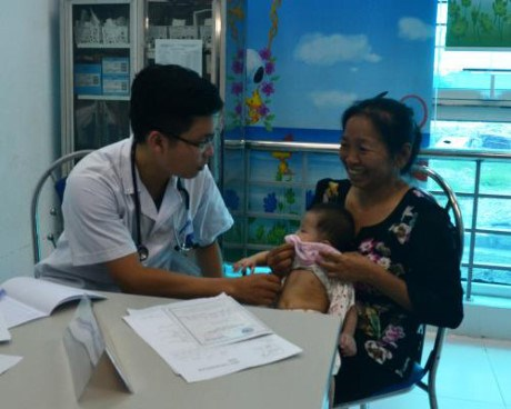 Thai Binh: Poor children get free heart checkups in two-day event hinh anh 1