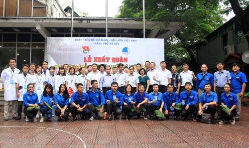 Young Hanoians engage in voluntary work in Vientiane hinh anh 1