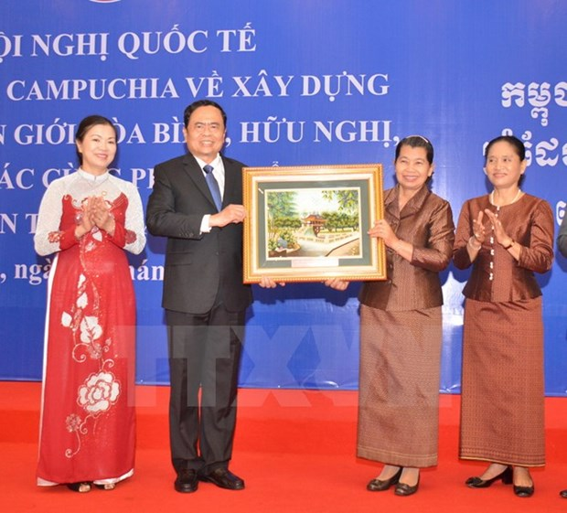 Vietnam, Cambodia commit to building peaceful borderline hinh anh 1