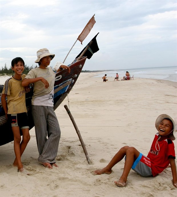 Students in central coastal provinces drop out to work at sea hinh anh 1