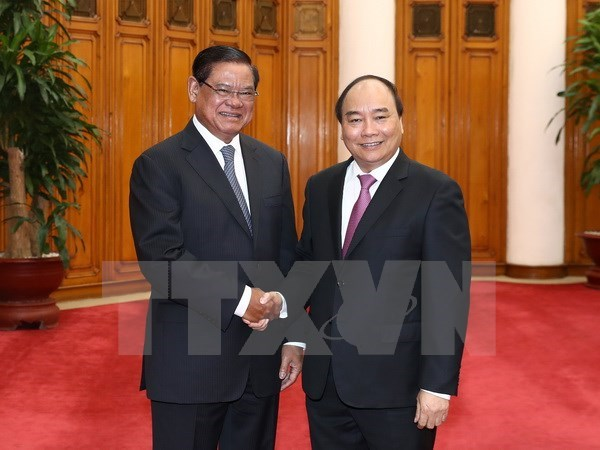 PM lauds Vietnam-Cambodia cooperation in combating crimes hinh anh 1