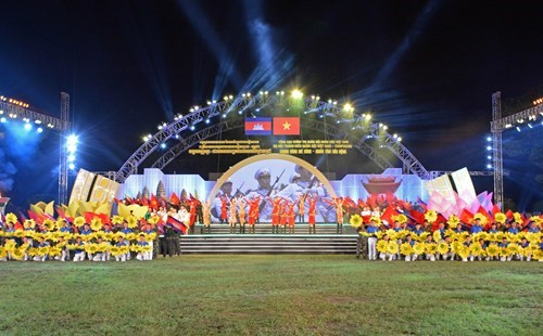 Military gala night features Vietnam-Cambodia ties hinh anh 1