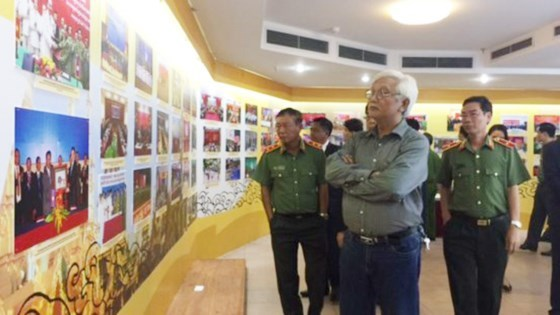 Exhibition features Vietnam-Laos-Cambodia cooperation in crime combat hinh anh 1