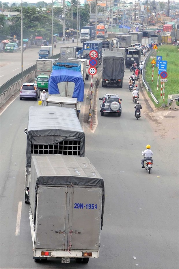 HCM City firms fear plan to extend mini-truck ban hinh anh 1