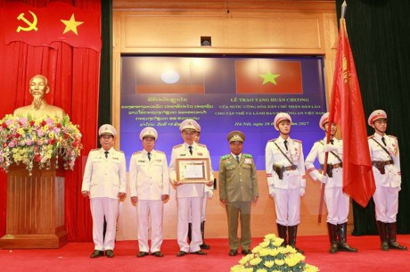 Public Security Ministry honoured with Lao Order hinh anh 1