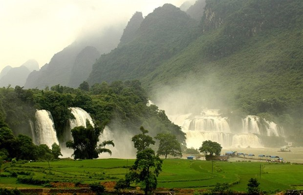 Plans to develop Ban Gioc waterfall tourism announced hinh anh 1