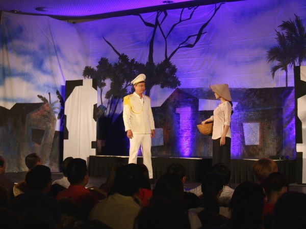 Vietnam's drama theatre troupe performs in Czech Republic hinh anh 1