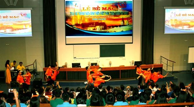 Summer camp for Vietnamese youth closes in Czech Republic hinh anh 1