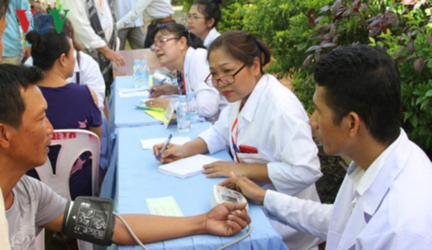 Vietnamese-Cambodian doctors support poor community hinh anh 1