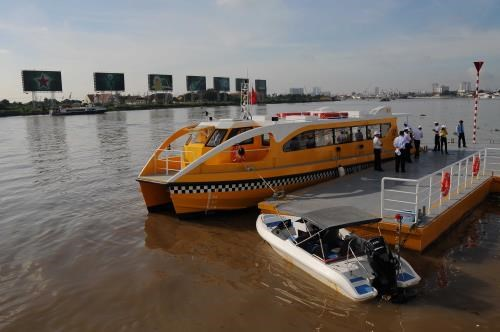 HCM City rolls out first river-bus service hinh anh 1