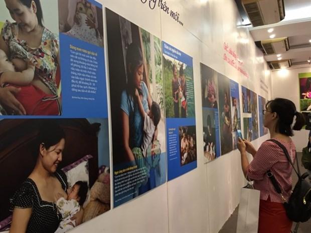Photo exhibition portrays beauty of breastfeeding hinh anh 1