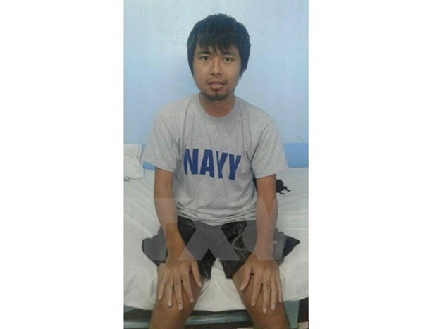 Embassy representative visits sailor rescued in Philippines hinh anh 1