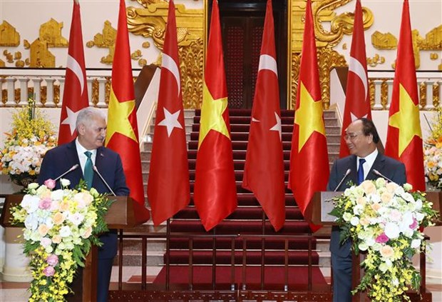 Vietnamese, Turkish PMs seek ways to beef up bilateral trade ties hinh anh 1