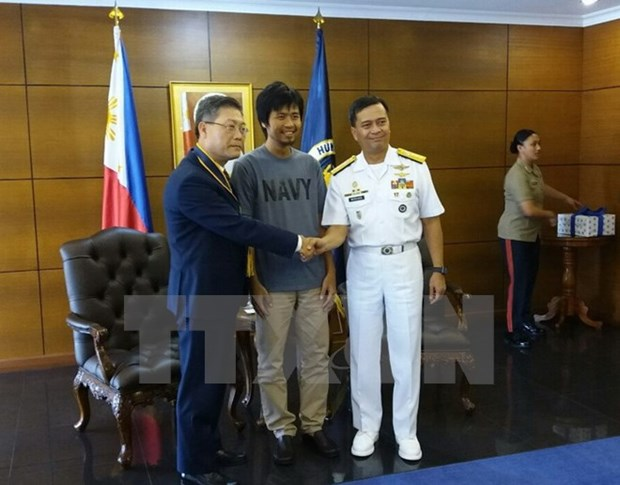 Vietnamese sailor rescued from Philippine pirates to return home hinh anh 1