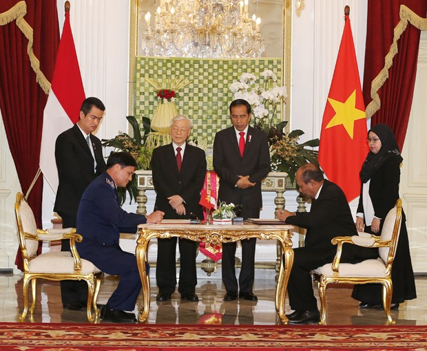 Vietnam, Indonesia sign cooperation agreements hinh anh 2
