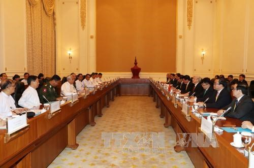 Vietnam, Myanmar sign four cooperation documents hinh anh 1