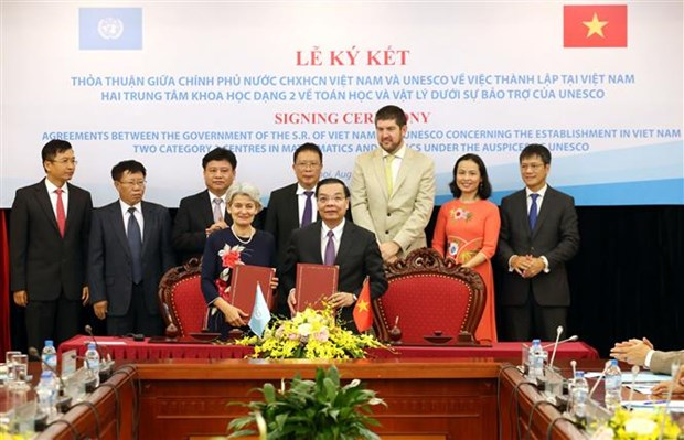 Vietnam, UNESCO jointly establish maths, physics centres hinh anh 1