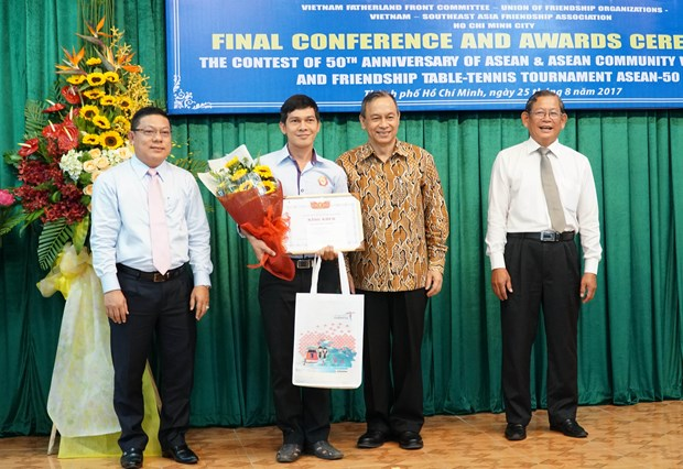 Winners of contest on ASEAN's 50-year history announced hinh anh 1