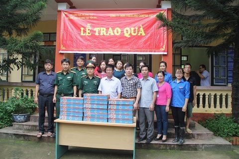 Milk gifted to schools in flood-hit provinces hinh anh 1