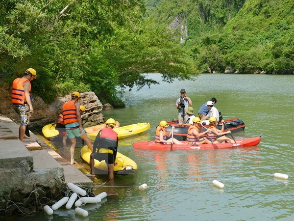 Vietnam serves 8.47 million foreign tourists in first eight months hinh anh 1