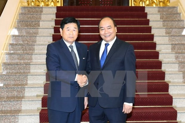 PM Nguyen Xuan Phuc hosts former RoK city governor hinh anh 1