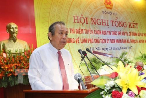 Young intellectuals praised for excellent performance in poor communes hinh anh 1