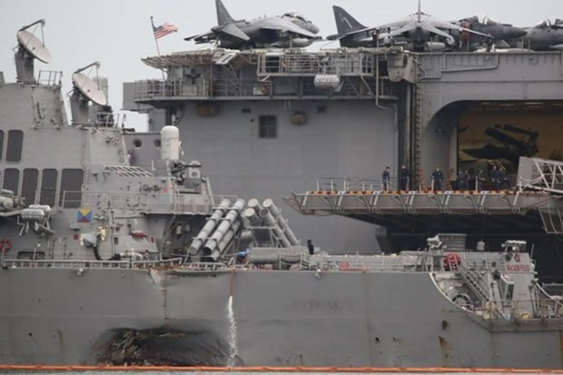 Malaysia probes collision of US destroyer hinh anh 1