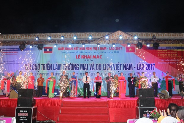 Vietnam-Laos trade, tourism fair opens in Son La hinh anh 1