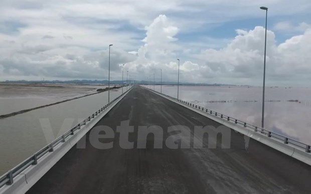 Vietnam's longest sea bridge opens to traffic on National Day hinh anh 1