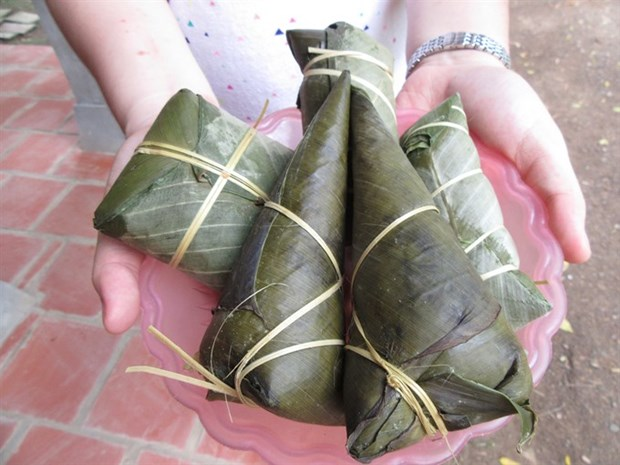 Pork in grapefruit leaves: a Muong delicacy hinh anh 3