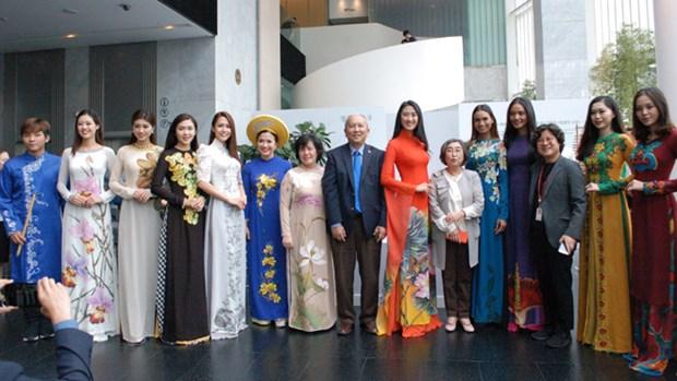 Vietnamese Ao dai enchants Seoul audience hinh anh 1