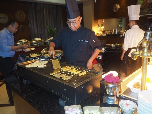 Guest chefs present Malaysia's diversified cuisine in Hanoi hinh anh 1