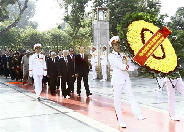 National leaders pay tribute to late leader, martyrs on National Day hinh anh 1