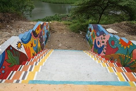 Students create river side art space hinh anh 1