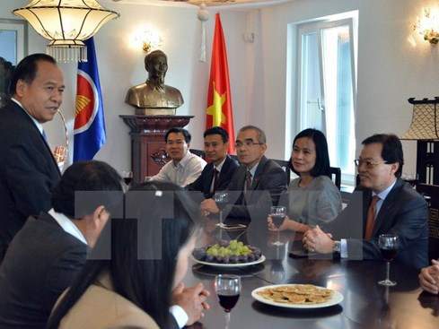 Lao diplomats in Geneva congratulate Vietnam on National Day hinh anh 1