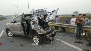 Traffic accidents claim 58 lives during holidays hinh anh 1