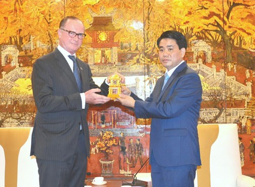 Hanoi chairman bids farewell to outgoing Austrian ambassador hinh anh 1