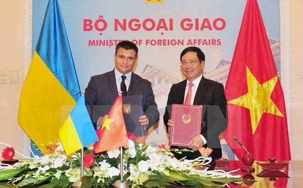 Vietnamese, Ukrainian Foreign Ministers vow to bolster ties hinh anh 1