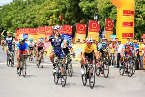 Korean racer wins fourth stage of cycling tournament hinh anh 1