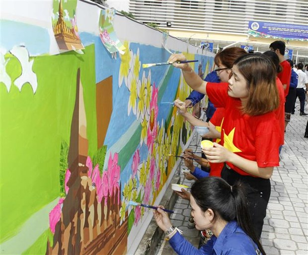 Vietnamese, Lao youths gather at friendship meeting in Hanoi hinh anh 2