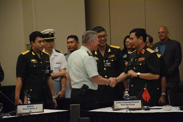 Chief of Vietnam People's Army meets CHOD-20 delegations hinh anh 1