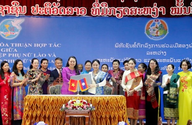 Women's Unions of Vietnam, Laos seek to foster cooperation hinh anh 1