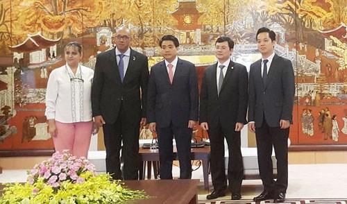 Hanoi leader welcomes leaving Cuban Ambassador hinh anh 1