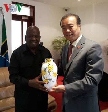 Vietnam wants to further develop ties with Tanzania's NA hinh anh 1