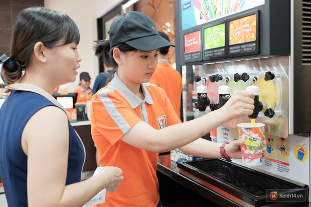 Japan's 7-Eleven to recruit Vietnamese interns hinh anh 1