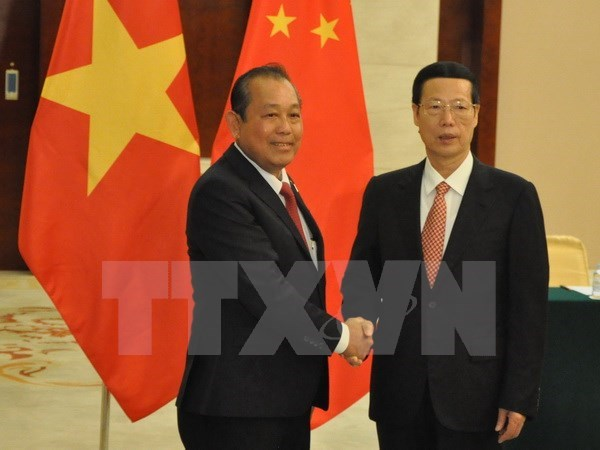 Deputy PM meets Chinese Vice Premier, urging stronger cooperation hinh anh 1