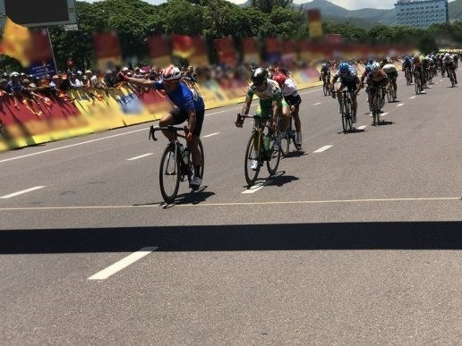 Vietnamese cyclist wins ninth stage of Ton Hoa Sen Cup hinh anh 1