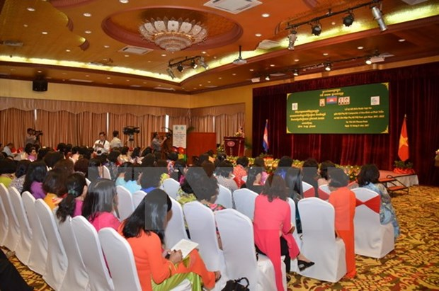 Vietnamese, Cambodian women's unions sign agreement hinh anh 1