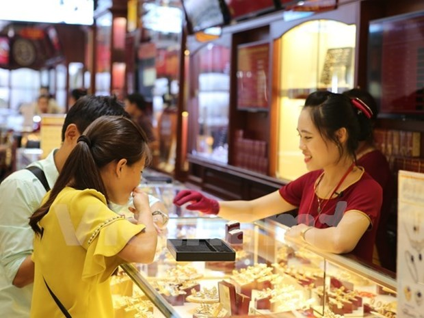 Domestic gold prices fall sharply hinh anh 1